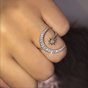 Jewelry - Crescent Moon Ring 🌙